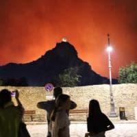 Notte di incendi tra Palermo e Scopello, emergenza rientrata grazie alla