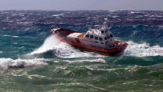 """Militare morto dopo salvataggio, Guardia Costiera: """"Verifiche in corso, grande dolore"""""""
