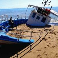Agrigento, la denuncia di Mareamico: il cimitero delle barche che inquina Torre Salsa