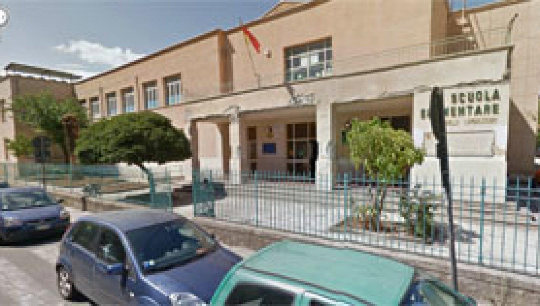 Palermo crollo di calcinacci all'elementare Lambruschini ...