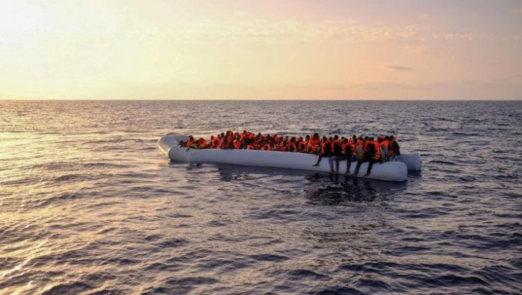Migranti, soldi in cambio del salvataggio di 27 persone: 4 indagati ...