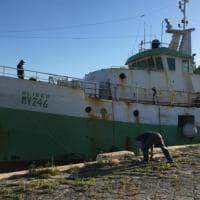 Mazara del Vallo, è arrivato il peschereccio mitragliato da una motovedetta