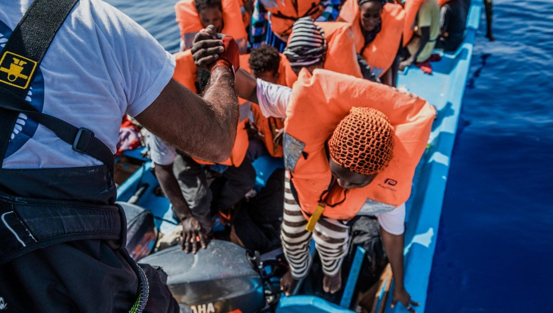 101959305 1574212c c5ce 4fb5 9437 8eaad7884425 - Migranti, soccorse in mare da Sea Watch 400 persone