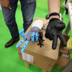 Artigiani digitali, ecco la mano bionica stampata in 3D