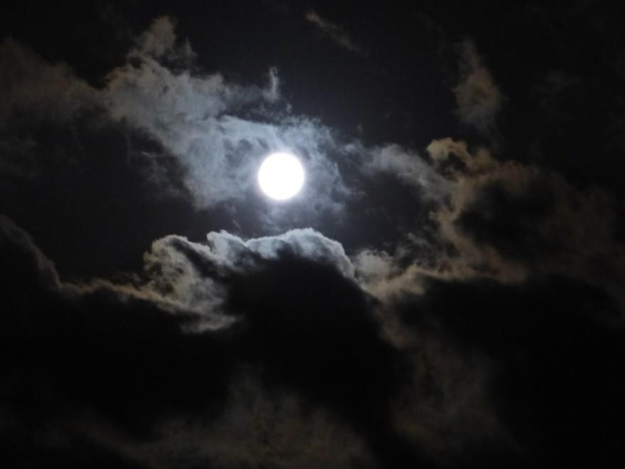Guarda che luna, manda le foto