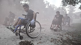Nei panni di chi non può camminare Sulle sedie a rotelle in giro per città