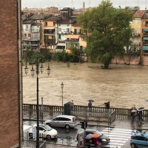 """Parma si risveglia nel fango e coi dubbi sui 'cassoni'. I tecnici: """"Hanno funzionato"""""""