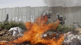 Rabbia, ironia e Banksy: 10 anni di Muro