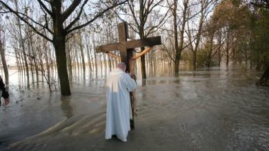 Foto: nel Po con la Croce di don Camillo     Video: la vastità del Po a Roccabianca