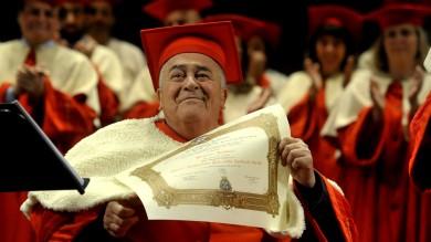 """Laurea ad honorem a Bertolucci /   Le foto     Ecco la motivazione ufficiale dell'ateneo     Videointervista: """"Si rilanci la cultura""""     Foto: le location dei film ieri e oggi"""
