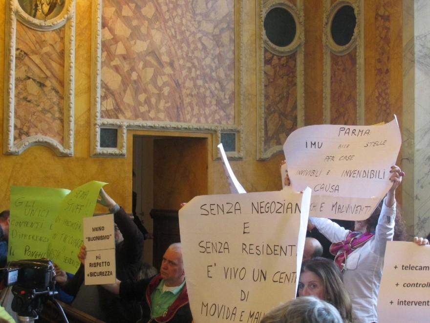 Oltretorrente, protesta residenti in Consiglio comunale
