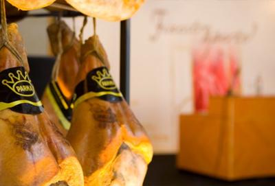 Prosciutto di Parma, produzione e consumi in calo ma crescono export e preaffettato