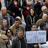"""Al corteo del Primo Maggio la protesta sul welfare /  Foto    Vd: """"Città deve risorgere"""""""