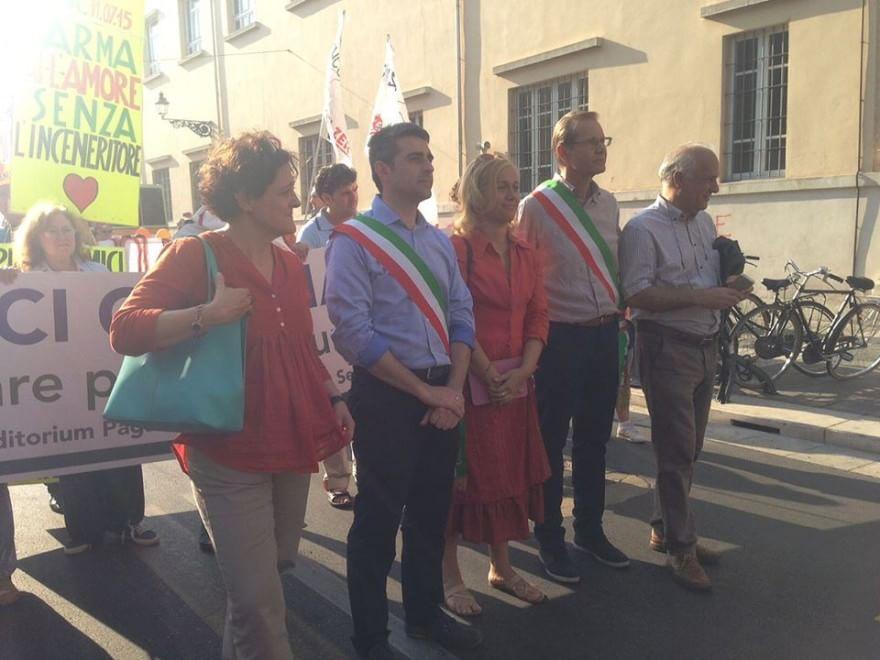 """""""Nessun dorma"""": la marcia contro l'inceneritore"""