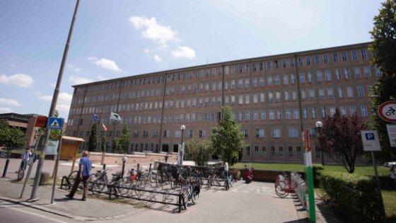 Infermiera si fingeva malata, in realtà lavorava a Parma: licenziata e denunciata