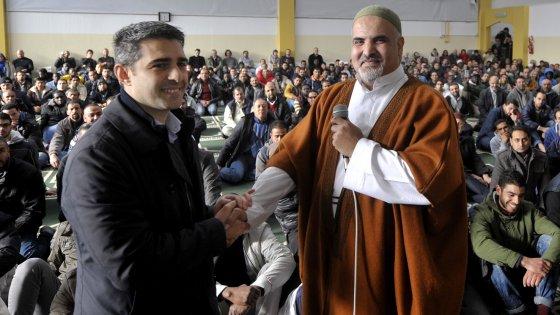 """""""Terrorismo incompatibile con Islam"""": la condanna dei musulmani di Parma"""