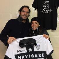 La maglia di Lucarelli regala un defibrillatore