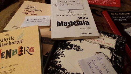 """""""Libri sospesi"""" e lettori speciali: a Parma l'iniziativa per i senza dimora"""