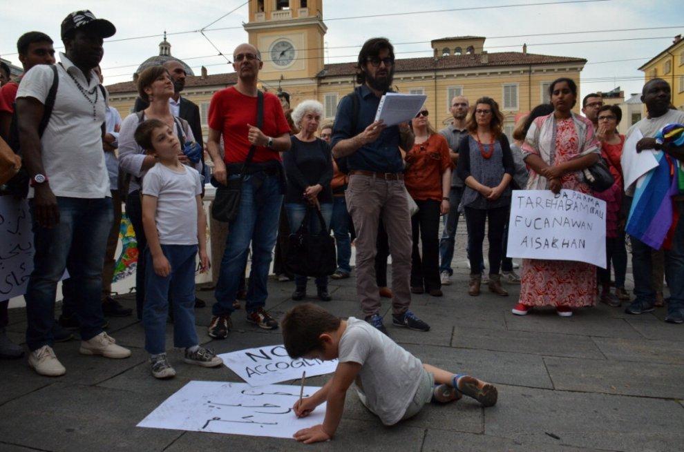 """""""Parma accoglie"""": manifestazione contro il razzismo in piazza Garibaldi"""
