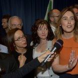 """Riforme, appello di Boschi: """"Più stabilità al Paese"""" -   Foto      Video   /   La protesta: ft   -   vd"""