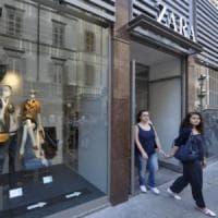 Nasconde i jeans sotto i suoi pantaloni: tentato furto da Zara a Parma