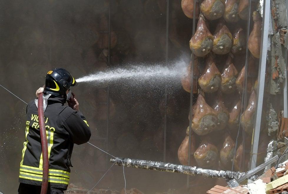 Grave incendio al prosciuttifico Galloni a Langhirano