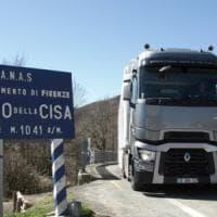 Inversione sulla Cisa col tir: camionista denunciato e multato