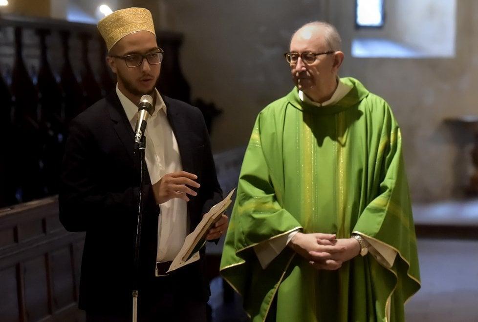Il saluto dei musulmani nel Duomo di Parma