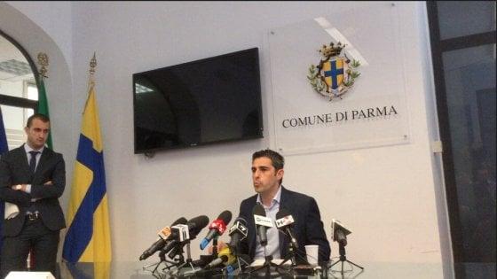 M5s, caso Pizzarotti: 11 consiglieri si autosospendono