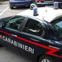 Parma, minaccia agenti con uno specchio rotto: denunciata una minore