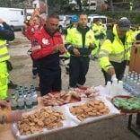 Terremoto, ecco la cucina  dei volontari di Parma