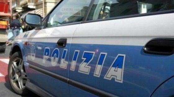 Parma, pestaggio nel parcheggio del centro commerciale: donna all'ospedale