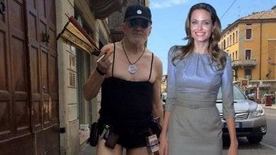 "Angelina Jolie? ""E' scappata a Parma"". Ironia sui social"