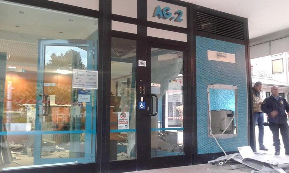 Assalto al bancomat, sventrata filiale Carige a Baganzola