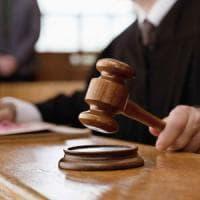 Pugni e morsi all'ex fidanzata: 24enne di Parma condannato per stalking