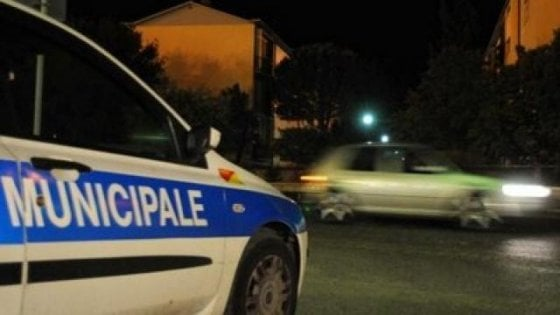 Parma, dopo l'incidente tenta di dileguarsi