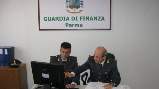 Parma, a nuoto durante l'orario di lavoro: blitz della Finanza a Medicina