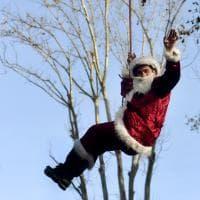 Parma, Babbo Natale arriva dal tetto per i bambini della pediatria