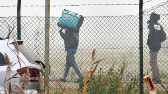 """Migranti, Pizzarotti: """"Il modello dei Prefetti non ha funzionato"""""""