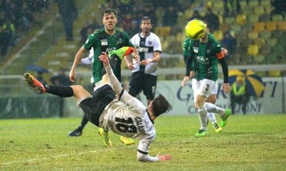 Parma, vittoria in rimonta grazie a una magia di Calaiò