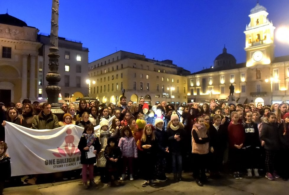 One billion rising: in piazza a Parma contro la violenza sulle donne