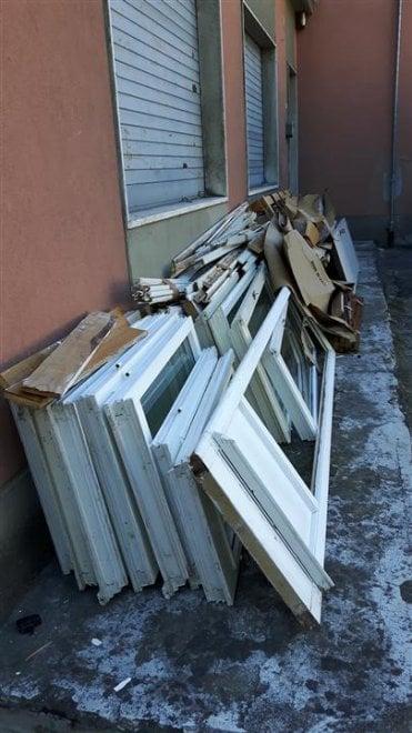 """Rifiuti a Parma, lettore: """"Una discarica sotto casa"""" - Foto"""