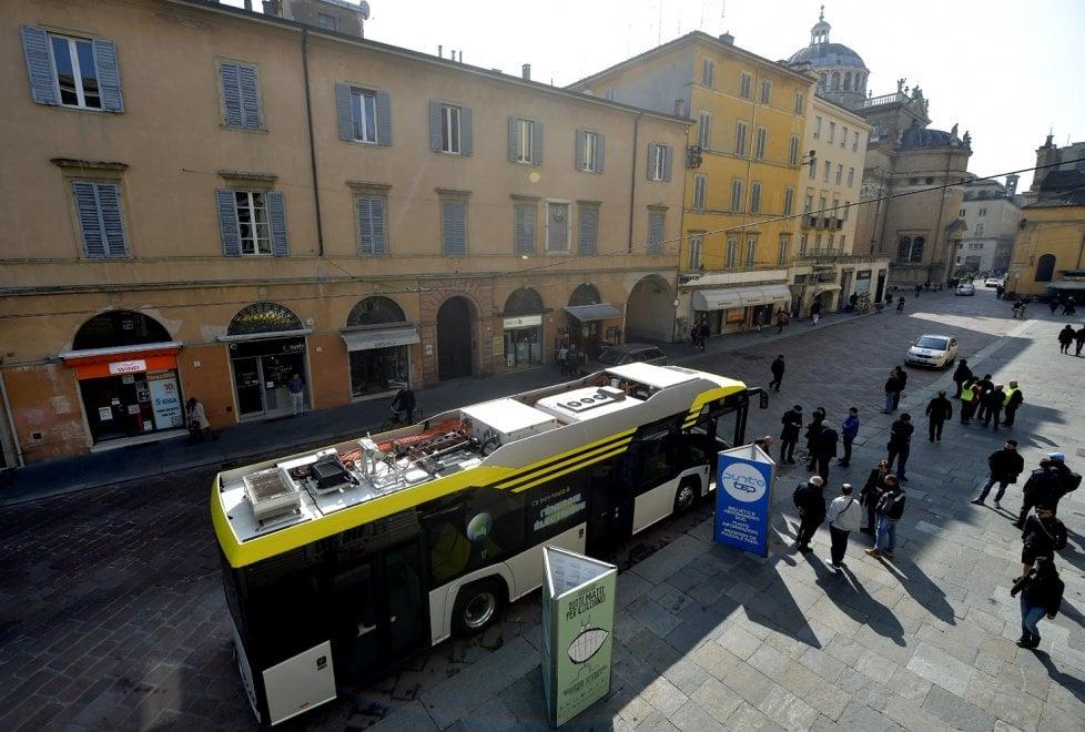 Parma, in strada il bus elettrico da 12 metri della Solaris