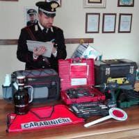 Un carico di attrezzi rubati a Fidenza: carabinieri cercano i proprietari
