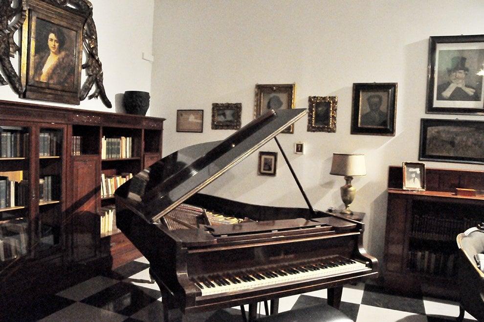 Parma, nello studio di Arturo Toscanini