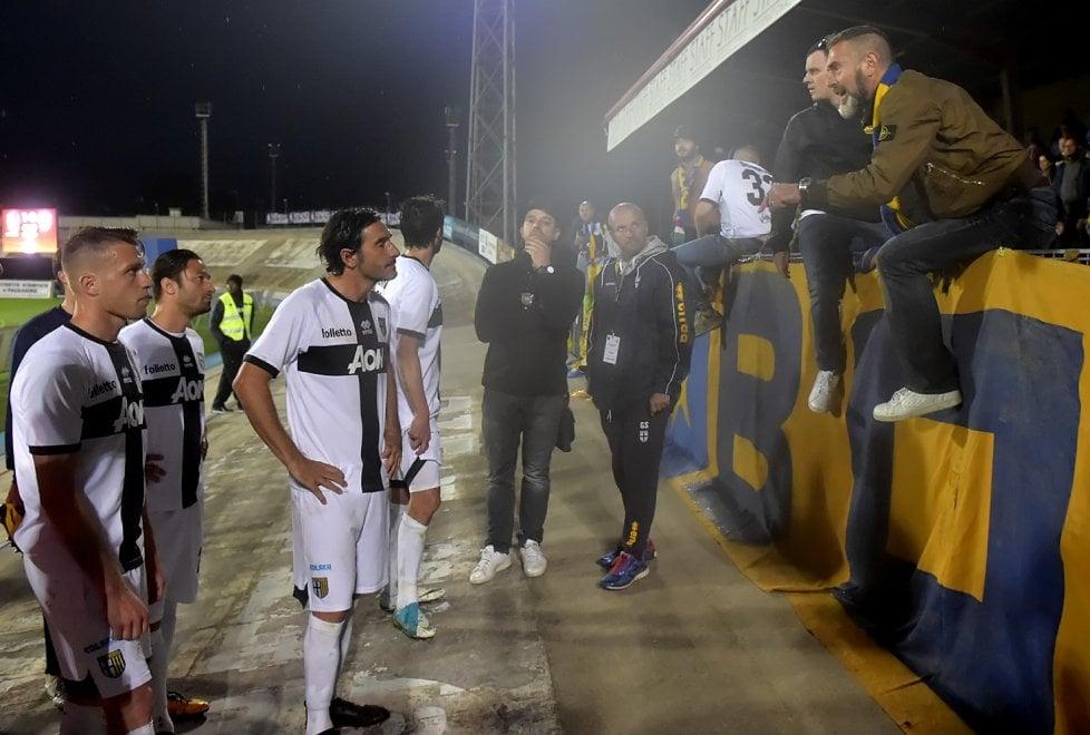 Parma ko a Bassano: squadra a rapporto dai tifosi a fine gara - Foto