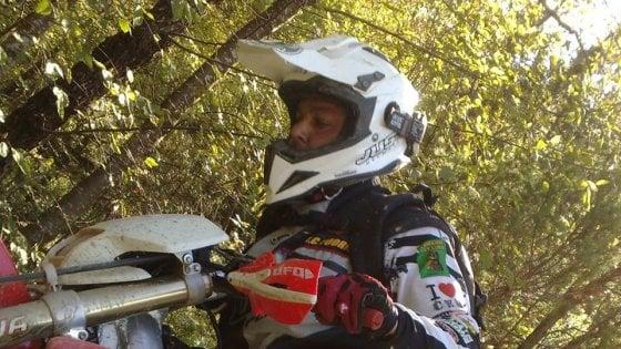 Schianto contro un camion: gravissimo un motociclista