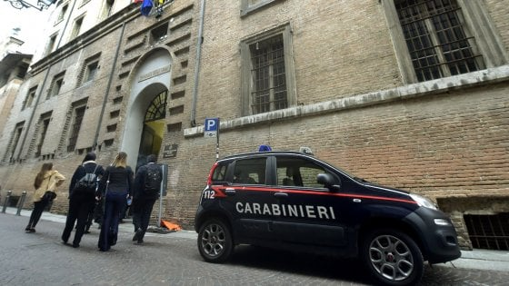 Corruzione nella sanità a Parma, il caso diventa politico