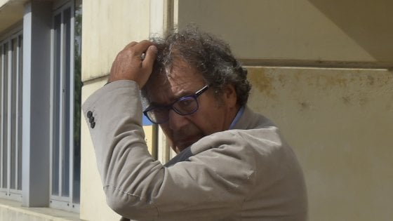 """Inchiesta sanità a Parma, ateneo: """"Stop a Fanelli bocciato dai Garanti"""". Ospedale valuta richiesta danni"""