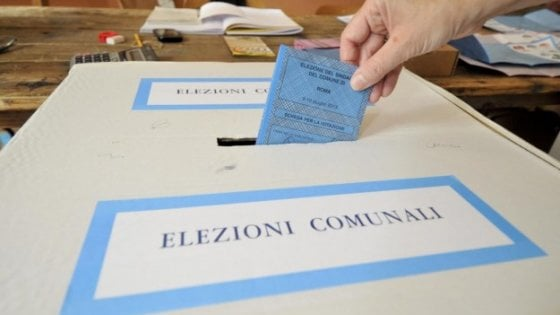 Elezioni a Parma, sondaggio Ixè: Pizzarotti in testa ma con le liste Scarpa avanti